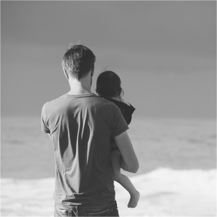 Father_and_Daughter_on_beach_Grey_736.jpg